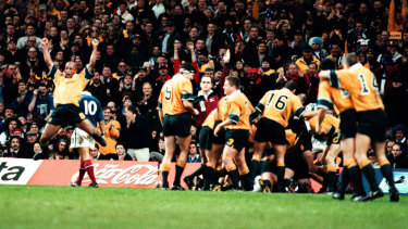George Gregan and Wallabies celebrate Owen Finegan's try against France in the World Cup final in 1999.