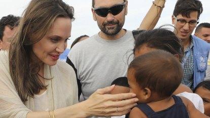 Jolie urges aid as thousands pour across reopened Venezuelan border