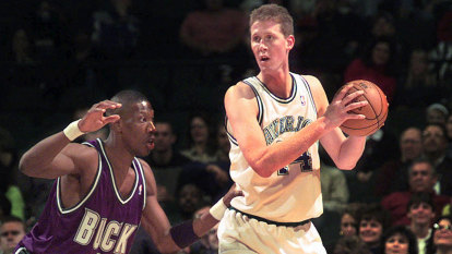 Shawn Bradley, among NBA's tallest-ever players, paralysed in bike crash