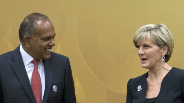 Kasiviswanatha Shanmugam, then Singapore's foreign minister, speaks with then Australian foreign minister Julie Bishop in 2015.