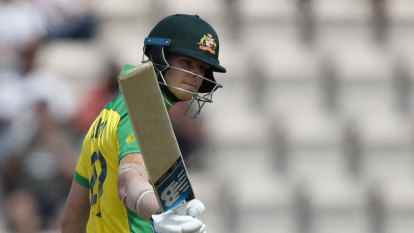 Smith silences booing crowd with sparkling ton against England