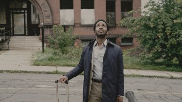 An anonymous phonecall lures death-row attorney Henry Deaver (Andre Holland) back to his home town of Castle Rock.