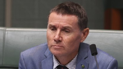 Federal Liberal MP Andrew Laming threatens 10 MPs and journalists with legal action