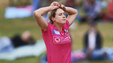 Injury fears: Sydney Sixers all-rounder Ellyse Perry during the Women's Big Bash League loss to the Renegades at Drummoyne Oval on Sunday.
