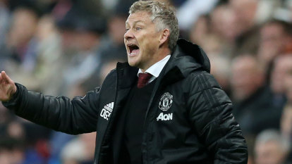 Manchester United stand by under-fire Solskjaer