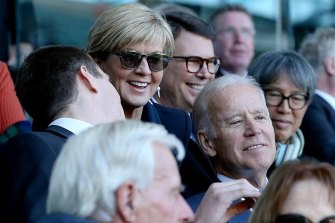 Vice-President Joe Biden chats with Mason Cox and then foreign minister Julie Bishop.