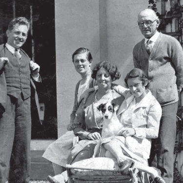 With family in the 1920s, Claire Weekes seated at back.