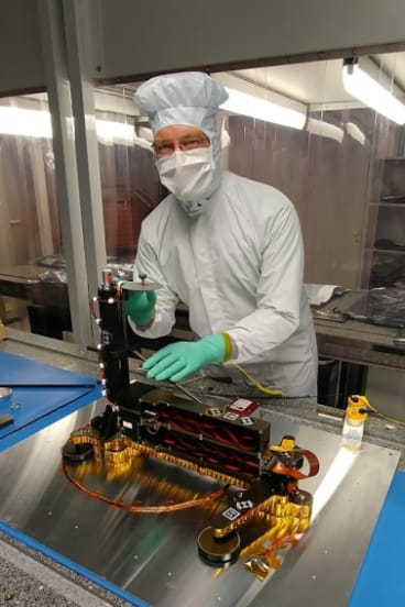 The heat flow and physical properties probe, the short HP3, goes down almost five meters taller) The surface of Mars.