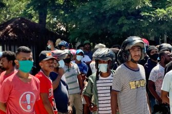 Crowds gather in Dili as Xanana Gusmao attempted to retrieve a body from a medical faciility.