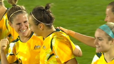 Caitlin Foord scores a stunning goal to give the Matildas a 2-1 lead.
