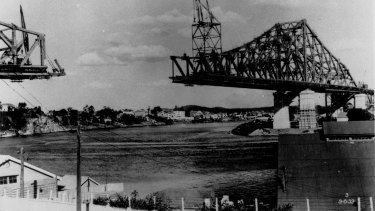 Building the Story Bridge between 1935 and 1940.