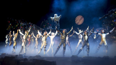 A scene from the Korea/Taiwan production of Cats.