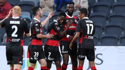 Wanderers keep season alive with plucky win over Roar