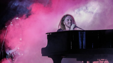 Tim Minchin performing in 2018.