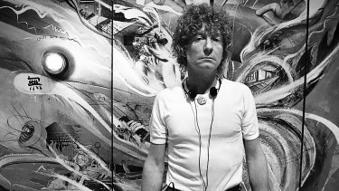 Brett Whiteley pictured in front of The American Dream at Art Gallery of Western Australia, 1983.