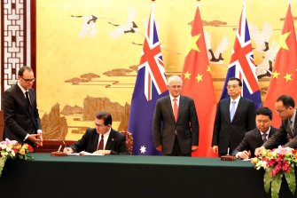 Australian Prime Minister Malcolm Turnbull and Chinese Premier Li Keqiang at a special signing ceremony between UNSW and the Ministry of Science & Technology for a Torch facility.