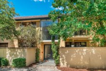 The two-bedroom, 72sq m north-facing apartment at 3/27 Glen Street, in Melbourne's Hawthorn, sold at auction for $811,500.