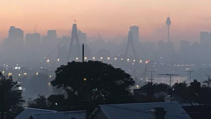 Sydney shrouded in smoke again despite no new burns in 48 hours