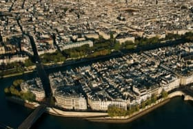 The island in the middle of Paris where the rich and famous stay