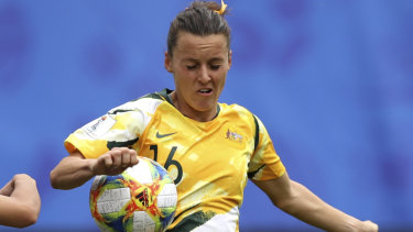 Hayley Raso fights for the possession against Brazil.