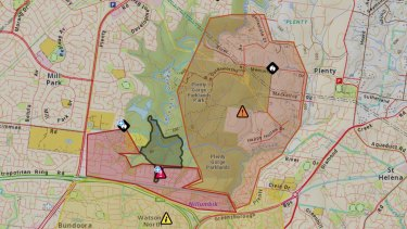 The area affected by the Plenty Gorge bushfire (shaded in black). People in the orange shaded areas are being urged to leave the area ahead of a wind change about 8pm.