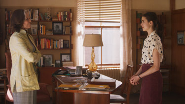 Sigourney Weaver and Margaret Qualley in My Salinger Year.