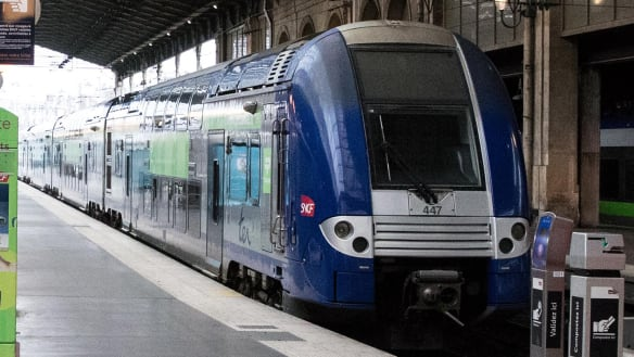 Baby born on Paris train gets free rides until he is 25