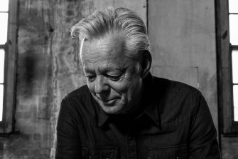 Tommy Emmanuel tells the story that slipped between the cracks of Australian music history.