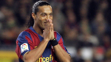 Ronaldinho playing for FC Barcelona in 2007.