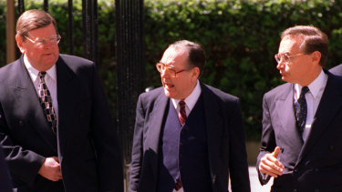 Graham Freudenberg, centre, with then state Labor minister Paul Whelan, left, and premier Bob Carr in 1996.