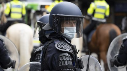 As it happened: NSW records 1043 new local COVID-19 cases, 11 deaths; Victoria records 733 new cases, one death as police brace for more protests