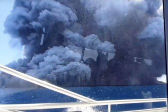 Tourist Allessandro Kauffmann was on a boat leaving Whakaari/White Island when it erupted, and captured this on video.