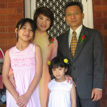 Vivian (at front, centre) as a young girl with her parents, Hân and Châu, and older sister, Kim.