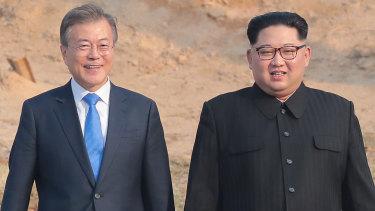 South Korean President Moon Jae-in (left) and North Korean leader Kim Jong-un.