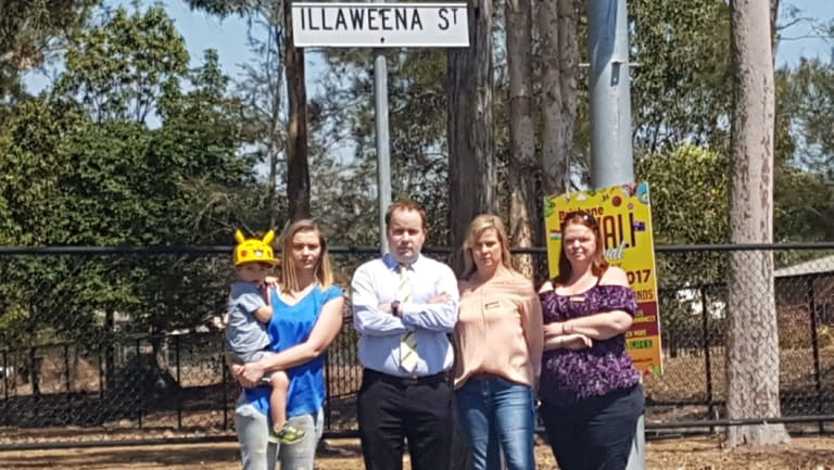 Illaweena Street petitioners Nycoll Szombathy, Louise Nann and Donna Longworth with Duncan Pegg.