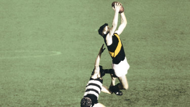 Richmond's Royce Hart marks during the 1967 grand final against Geelong.