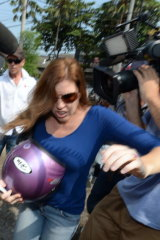 Mercedes Corby arrives at Kerobokan prison to visit Schapelle.