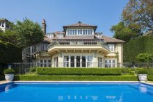 The Belvedere mansion is set on one of the largest waterfront reserve parcels on Cremorne Point.