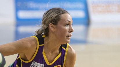 Boomers put clamps on Lynx in bounce-back win