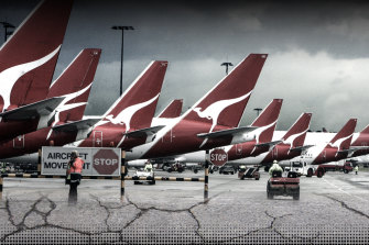 Qantas has allegedly been infiltrated by senior organised crime figures.