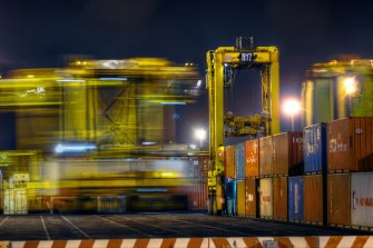 Stevedore company DP World has flagged a 25 per cent hike in the fees it charges at the Port of Melbourne.