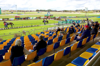 Punters return to the Warrnambool races - the first time Victorian spectators have been trackside since July.