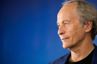 Richard Ford's short stories are examples of novelistic compression.