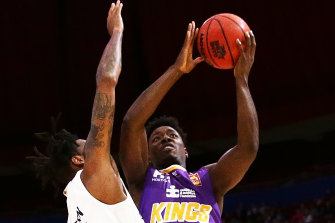 Jae'Sean Tate drives to the basket for the Kings.