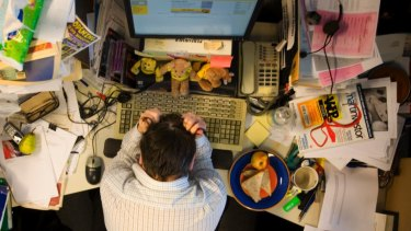 Don't have lunch al desko. Taking a break is good for your productivity.