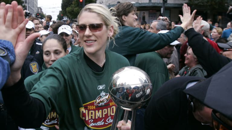 Lauren Jackson and coach Anne Donovan on the right.