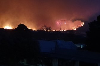The scene from the Courthouse Hotel as fire moved towards Corryong, breaching two ridges including Burrawa Pine Mountain and Mount Mitta Mitta.