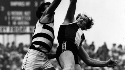 Jeff Fehring (right) in action for St Kilda against Geelong's Rod Blake in 1981.