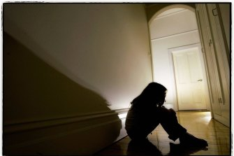 A report has criticised the state government for closing cases for children reported at risk of serious harm without a caseworker making   contact with the family.