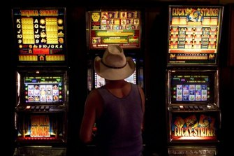 The Alliance for Gambling Reform says each pokie machine earns clubs $117,000 a year.